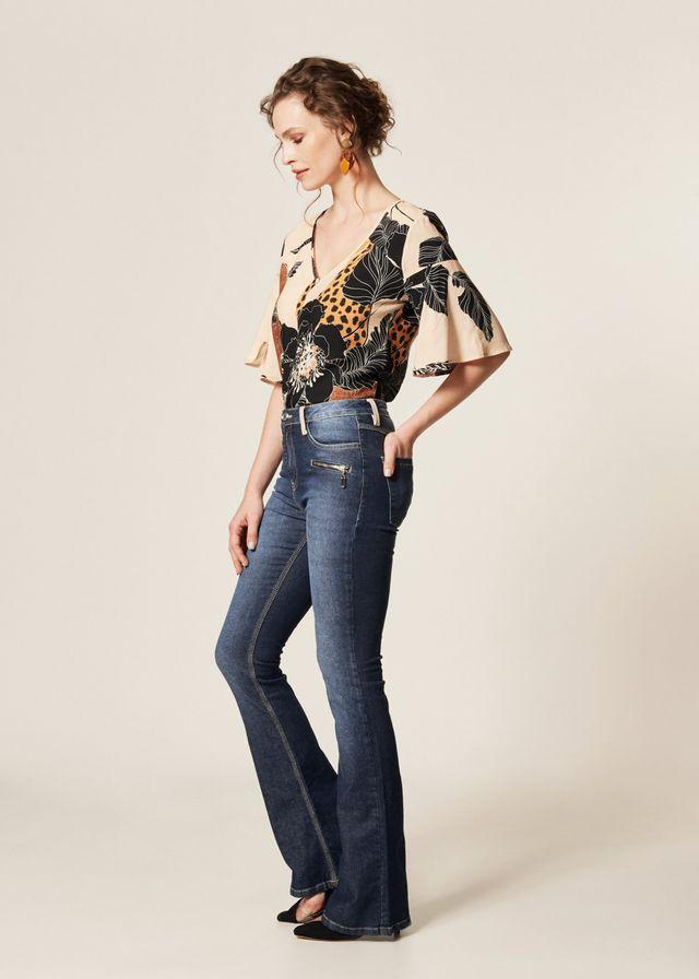 Calça Jeans Flare Detalhes P.U